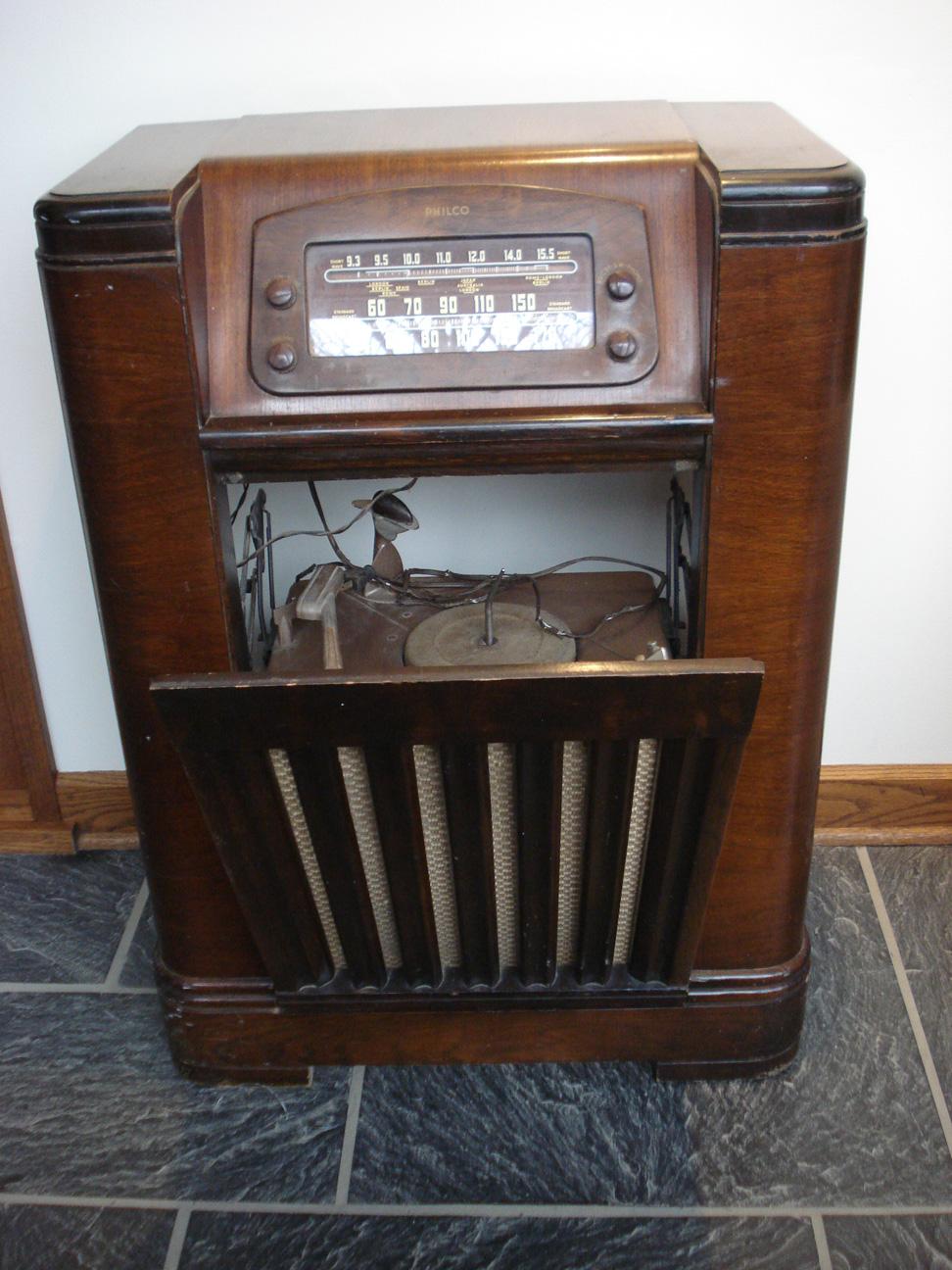 Philco Radio & Phonograph, Model # 46-1226, 1946